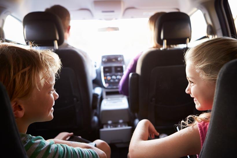 entretener niños juegos durante un viaje
